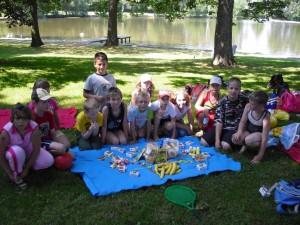 Kinder in der Spielecke mit bunten Kugeln im MGH am Standort Sachsen