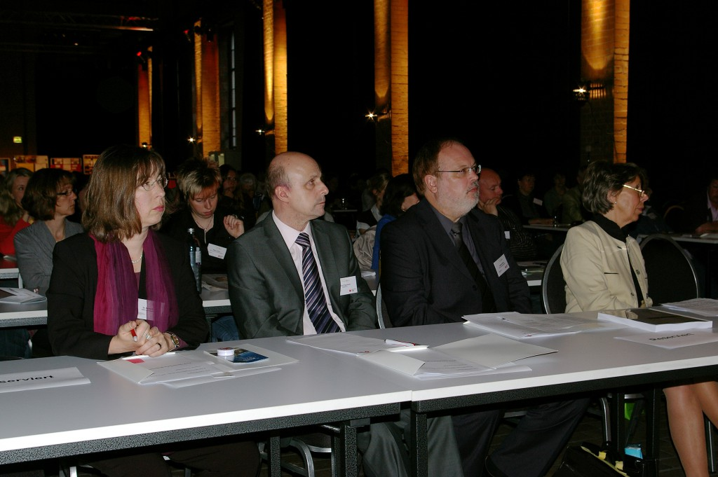 Dr. Sabine Skutta (DRK, GS), Ulrich Paschold (BMFSFJ), Heribert Rollik (DRK, GS), Inge Lohmann (DRK, Präsidium)